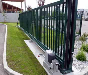 power metal Portail-coulissant-sur-rail